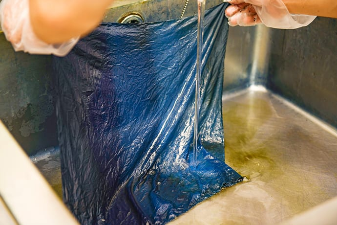 The indigo color is only revealed at the end of the dyeing process