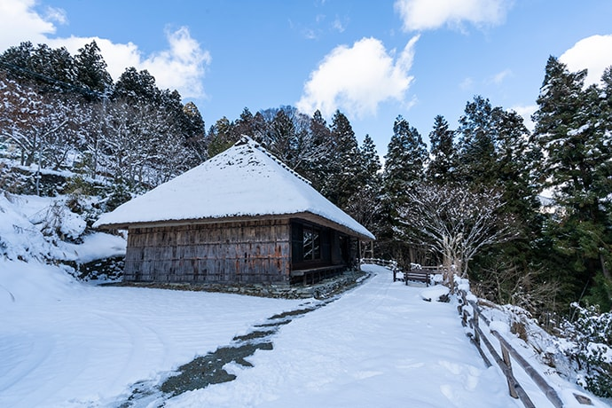 It is extremely cold in Iya in mid-winter, so protection against the cold is necessary.