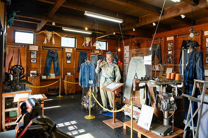 Approximately 50,000 people visit the Jeans Museum annually. On the first floor, machines used in the early years of domestic denim production are displayed.