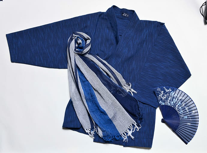 Samue is a type of traditional Japanese roomwear. Stoles and folding fans are also stocked.