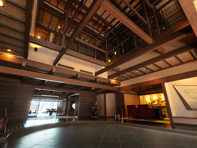 Guests can feel a warm and natural ambience as they enter the hotel.
