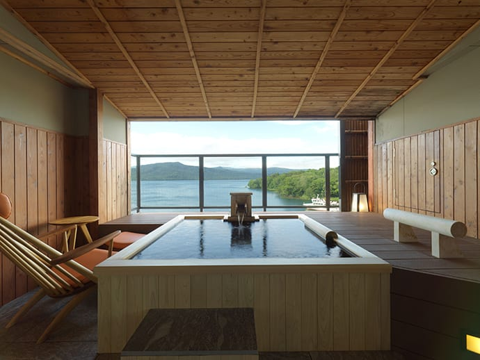 An Ama no Za suite room equipped with a cypress tub with views of Lake Akan.
