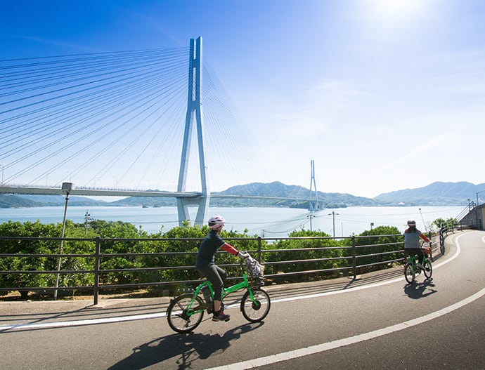 There are multiple cycling courses along the Shimanami Kaido that range from beginner to advanced. Returning by public transportation (ferry or bus) is possible.