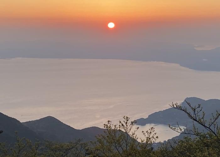 Watch the sunset at Mount Kinugasa