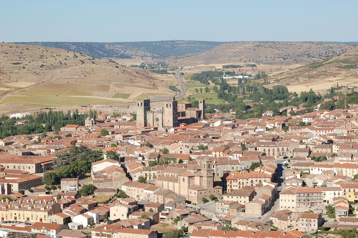Vista general de Sigüenza y su catedral