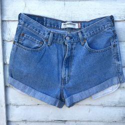 Vintage Levi 550 turned up Shorts Waist 32