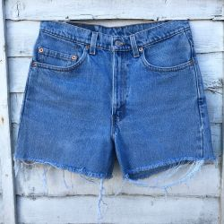 Vintage Levi Cut Off Shorts Waist 32