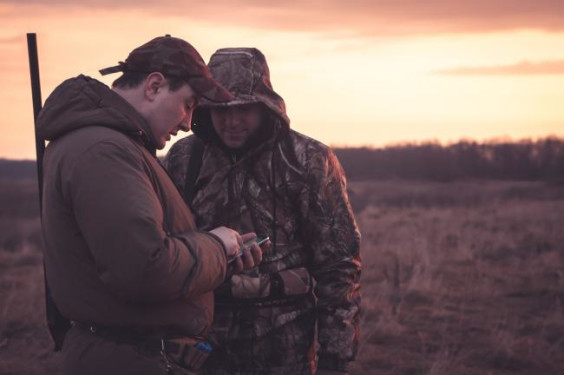 hunters spot their position via smartphone