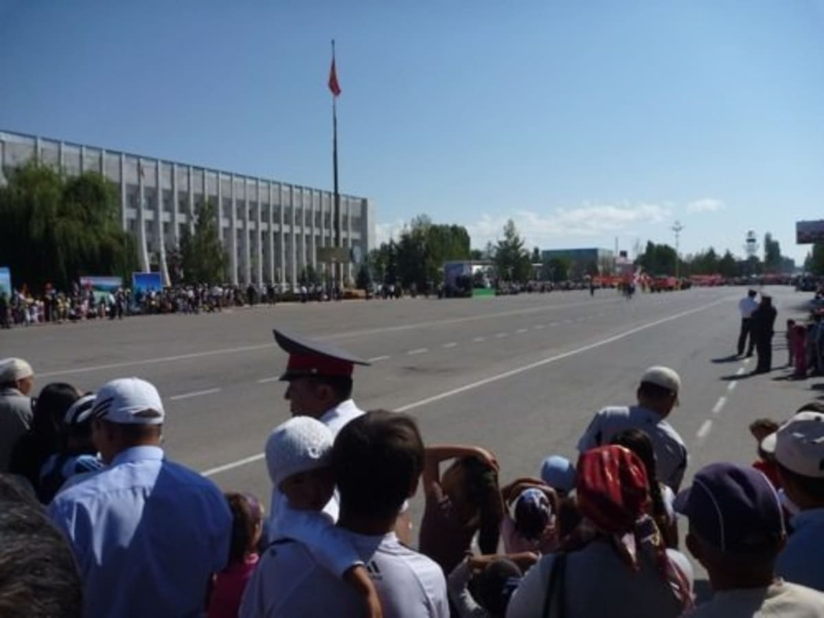 The start of the parade in front of the Talas Oblast White House