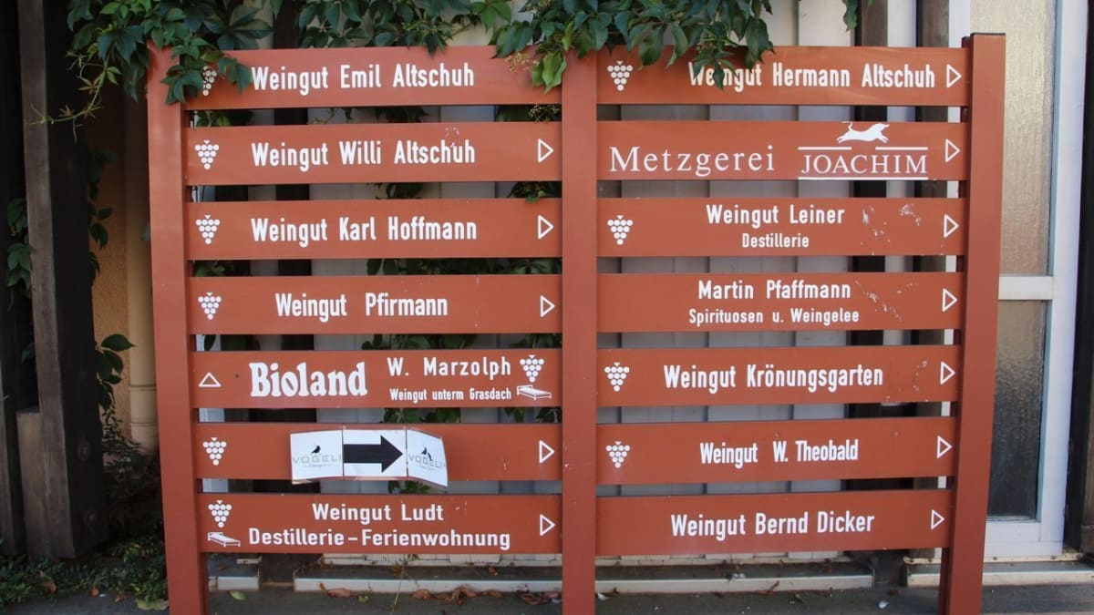 Sign showing that German Wine Country has many wineries to offer