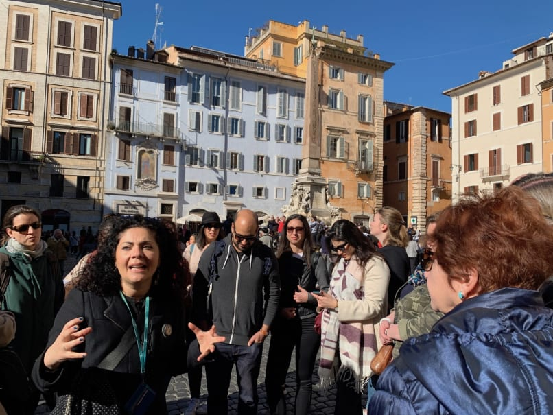 Free walking tour group in Rome Italy