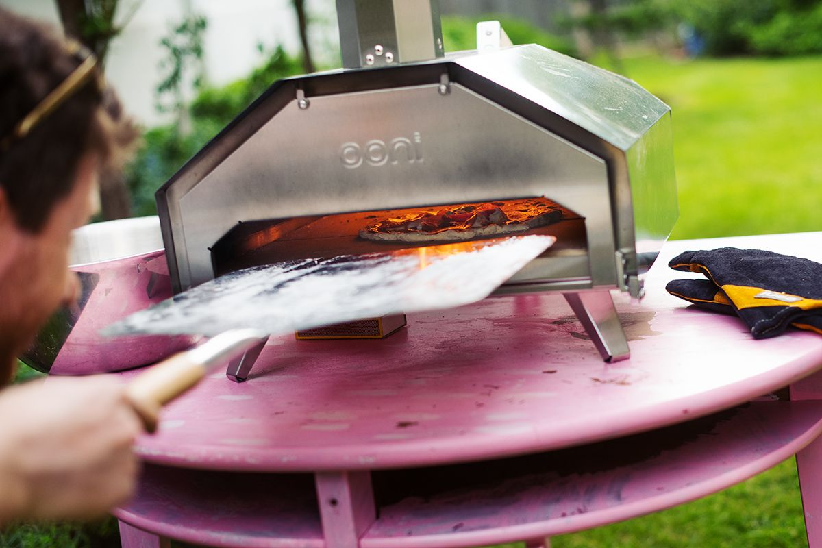 ooni-pro-pizza-oven-pic-pizza-in-the-oven