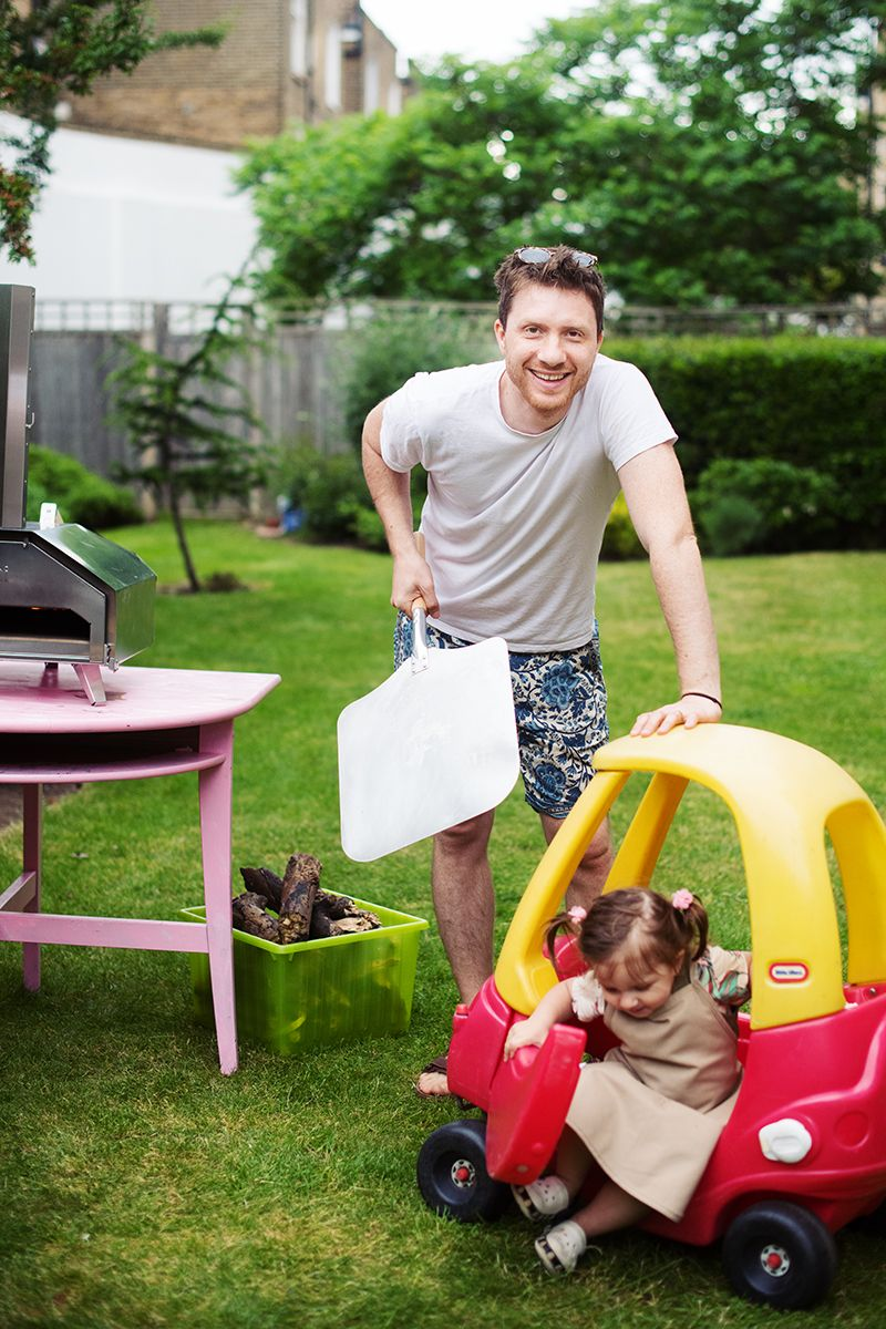 ooni-pro-pizza-oven-pic-toddler-little-tikes-car