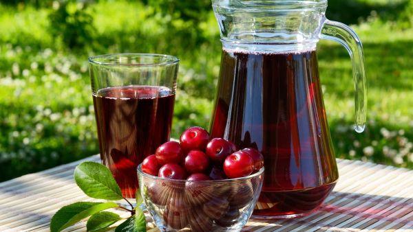 Улучшает сон, помогает восстановиться во время реабилитации, улучшает состояние пациентов с подагрой - это все про вишневый сок