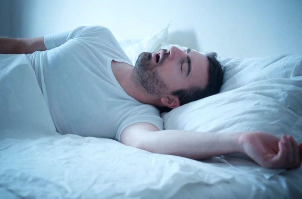 На качество сна может влиять степень ожирения языка