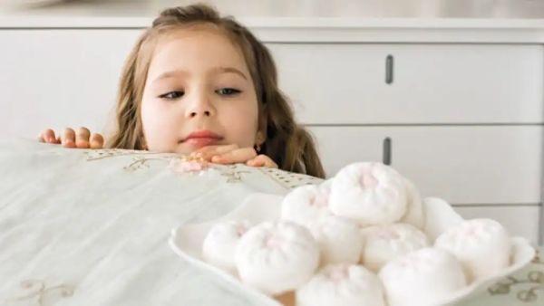 Врачи назвали продукты с высоким риском удушения - они особенно опасны для детей