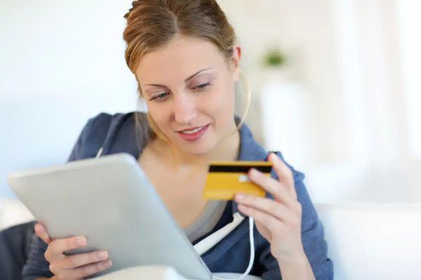 Полезные функции банковских карт, о которых мало кто знает (например, как купить продукты с доставкой бесплатно)
