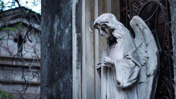 Что категорически нельзя делать на кладбище