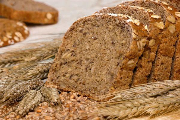 На какие ингредиенты обращать внимание при выборе полезного хлеба