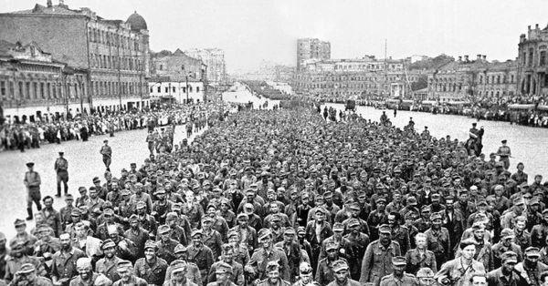 """Парад немцев в Москве 1944, известный как """"Большой вальс"""""""
