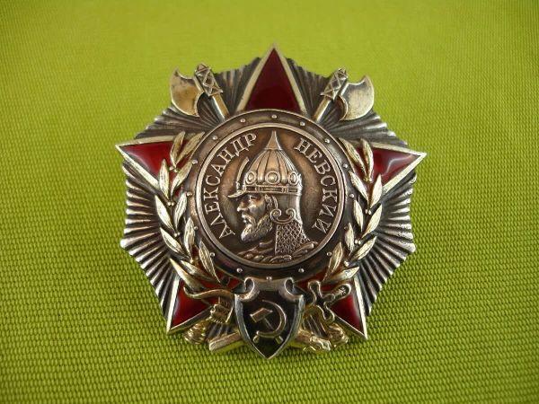 Кто изображен на ордене Александра Невского, и почему его отрисовали всего за сутки