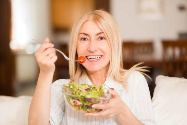 Худеем после 40-ка лет по-умному: почему нельзя сидеть на диете и какое подобрать питание для похудения