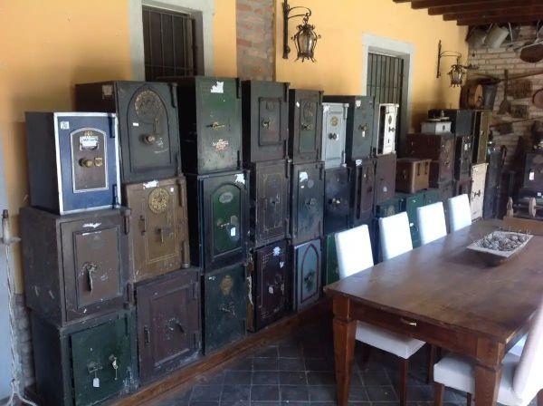 Карл Лагерфельд изготавливал сейфы – и еще несколько удивительных фактов о сейфах и что в них находили