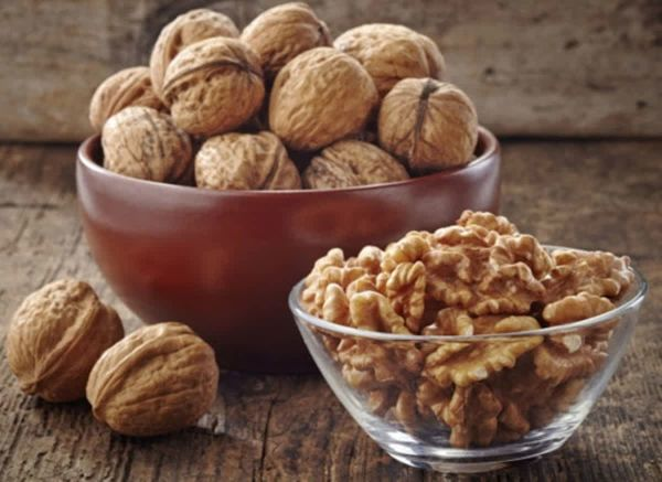 Пожилым людям необходимо употреблять грецкие орехи