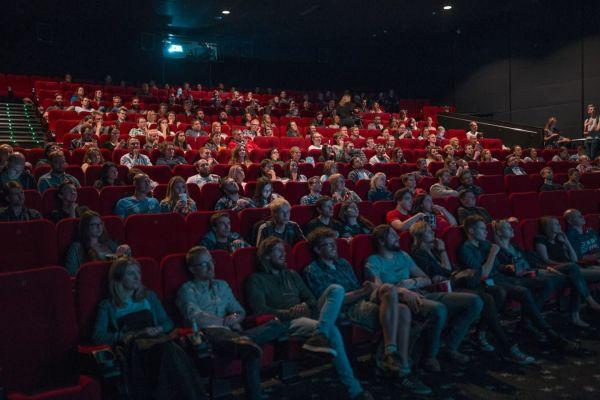 Поход в кино можно приравнять к легкой тренировке, особенно если правильно выбрать фильм