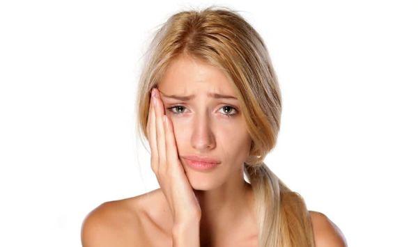 Как быстро успокоить зубную боль, если нет возможности экстренно попасть к врачу