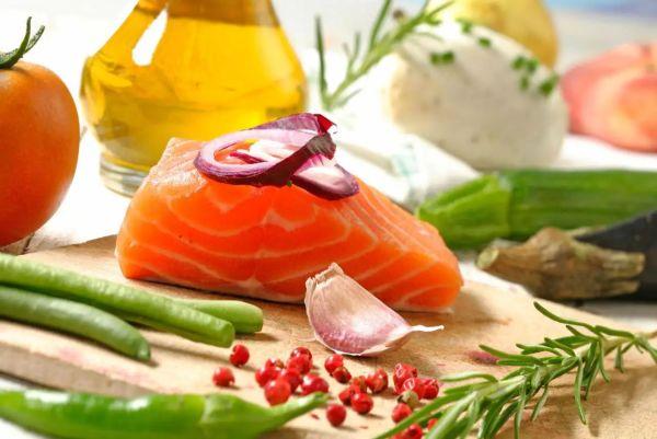 Врачи рассказали, какие продукты могут повысить сопротивляемость организма COVID-19