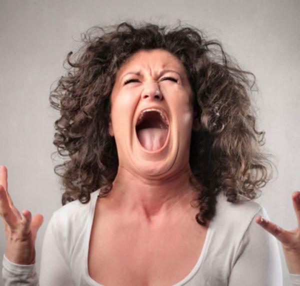 Пенсионерка не может заснуть уже три года из-за навязчивой песни в голове - врачи бессильны помочь