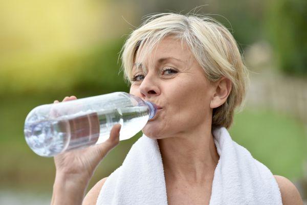 Зачем пить воду натощак - пять основных причин назвали врачи