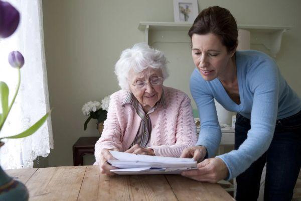 Какие есть льготы в 80 лет, и как их получить: расскажите знакомым пенсионерам
