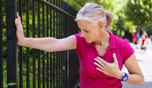 Кардиологи из немецкого Фонда Сердечных заболеваний назвали неожиданные симптомы скорого инфаркта