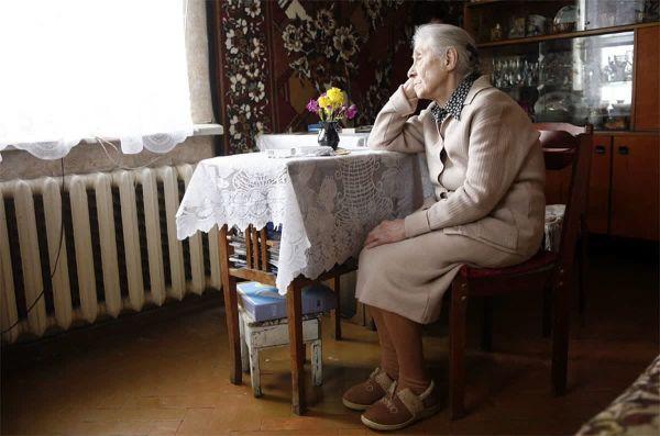 Одиночество в пожилом возрасте влияет на развитие деменции