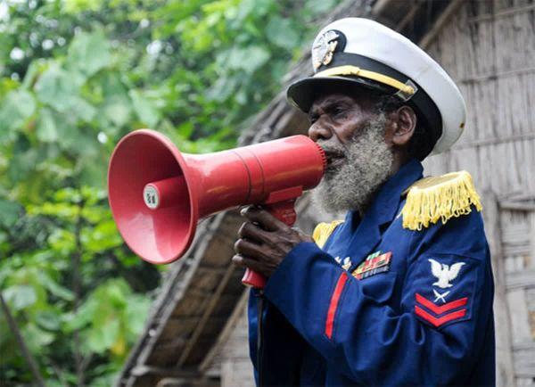 Уникальный культ Джона Фрума – или зачем жители Вануату делают самолеты из листьев и веток