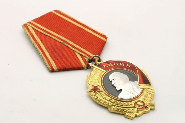 Кто такой Я.Я. Муль, который последним получил Орден Ленина, и еще несколько интересных фактов об этом ордене