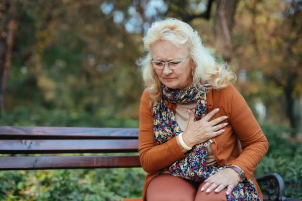Кардиологи рассказали, что нужно есть женщинам, чтобы предупредить мерцательную аритмию и укрепить сердце
