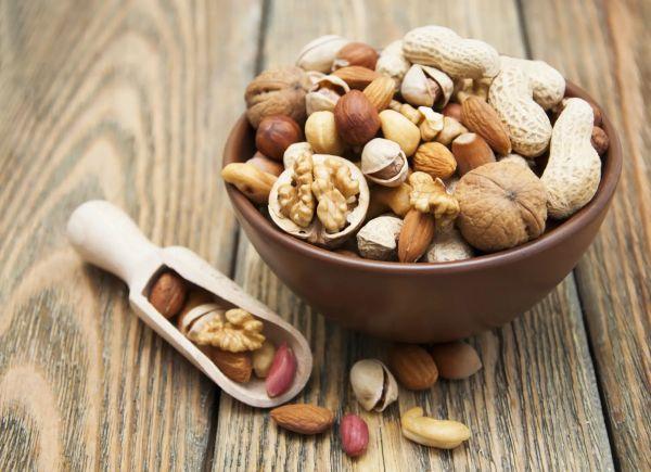 20-летнее исследование показало, что орехи снижают риск набора лишнего веса