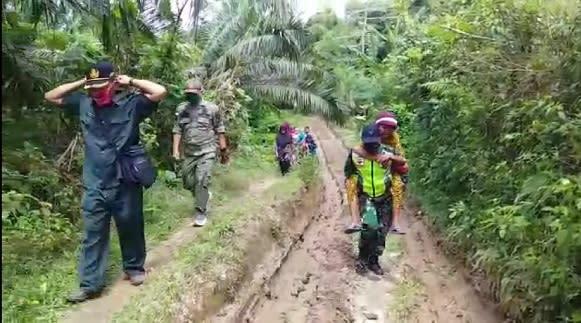 Serda Wawan Evakuasi Gendong Warni