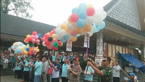 Pelepasan balon ke udara pertanda launching Pilkada Tahun 2020 di Kota Siantar