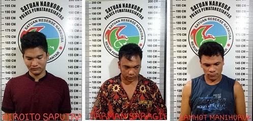 Ketiga Pemuda yang ditangkap di kamar Hotel Tiara