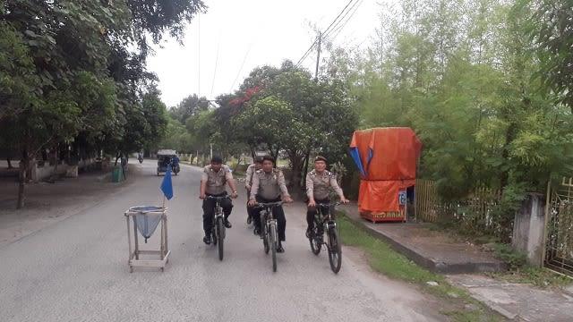 Personil Sat Sabhara Polres Tanjung Balai patroli bersepeda