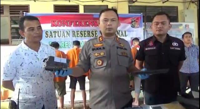 Kapolres Siantar AKBP Budi Pardamean Saragih didampingi Kasat Reskrim IPTU Nur Istiono dan KBO Iptu Sutari saat menggelar press release