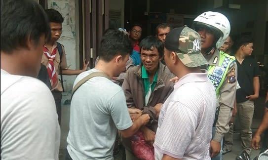Pelaku Jonal Pasaribu diamankan tim Unit Reskrim Polsek Siantar Timur dari lokasi kejadian