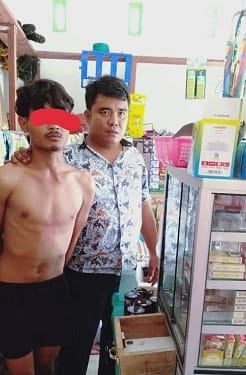 Pelaku DPS saat diamankan tim opsnal Unit Reskrim Polsek Siantar Martoba di warung milik korban