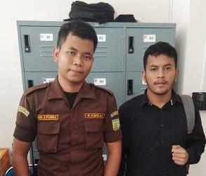 DPP LIPAN dan Tipikor Siantar Simalungun menyerahkan surat laporan pengaduan ke salah satu pegawai Kejatisu