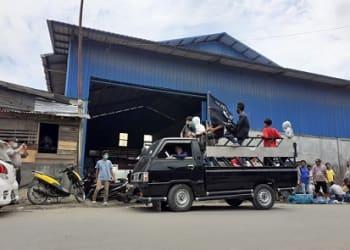 massa KP2R demo didepan Gudang PT Mitra Bahari