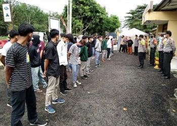 Puluhan Pelajar yang berhasil diamankan di Mako Polsek Bangun